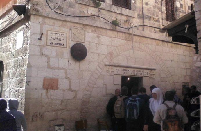 Peregrinos en Via Dolorosa, Jerusalén