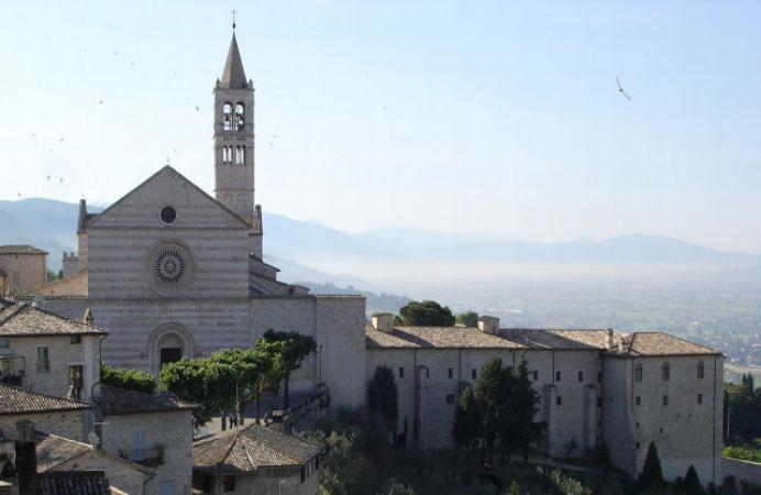 Basílica y convento de Santa Clara en Asís