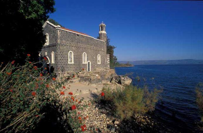 Iglesia del primado, a orillas del mar de Galilea