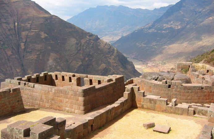 Templo del Sol en el distrito de Pisac. Valle Sagrado de los Incas.